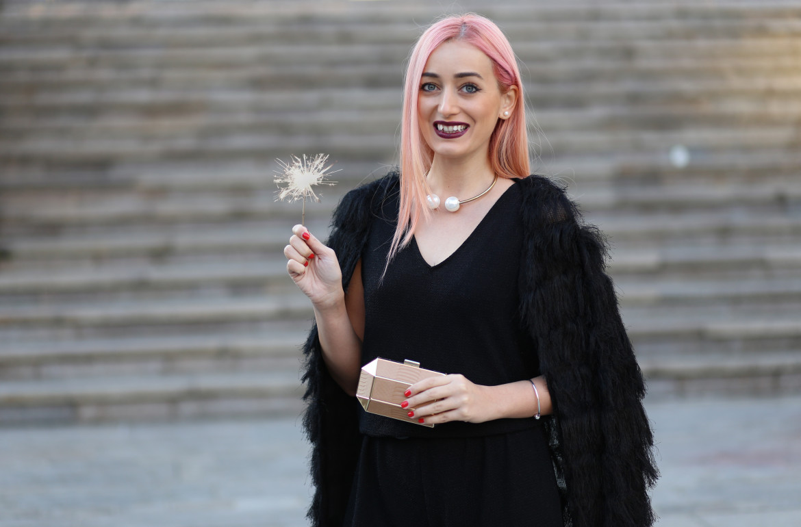 madalina misu, blog, fashion blog, ce purtam de revelion, cum ne imbracam de anul nou, tinuta pentru revelion, tinuta pentru noul an, salopeta neagra, cardigan pufos chois, what to wear on new years eve, outfit idea, idei tinute revelion, choies, roberto botella, mango, villa, fashion days, zara