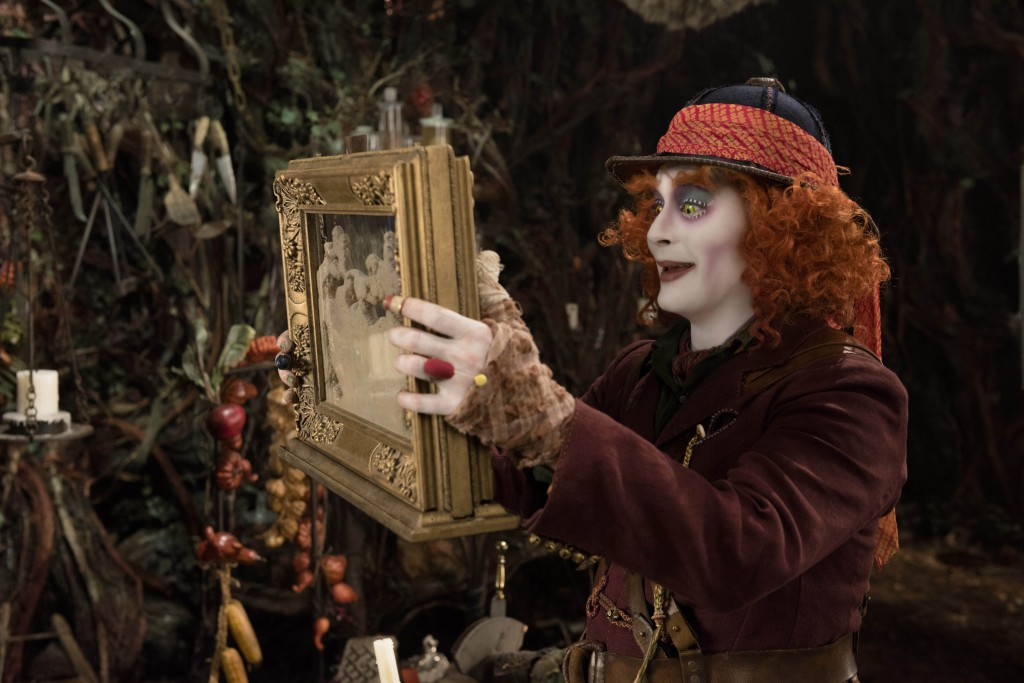 Alice_through_the_looking_glass (6)-1