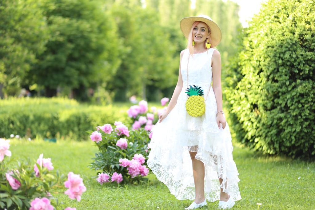 madalina misu, madalina misu fashion blog, lost in wonderland, rochie asimetrica, cum purtam rochia asimetrica, rochie cu volane, trendsetter, blog, blog moda, fashion blog, trenduri vara 2016, rochie dantela, rochie eleganta si tenisi, pantoi sport si rochie eleganta