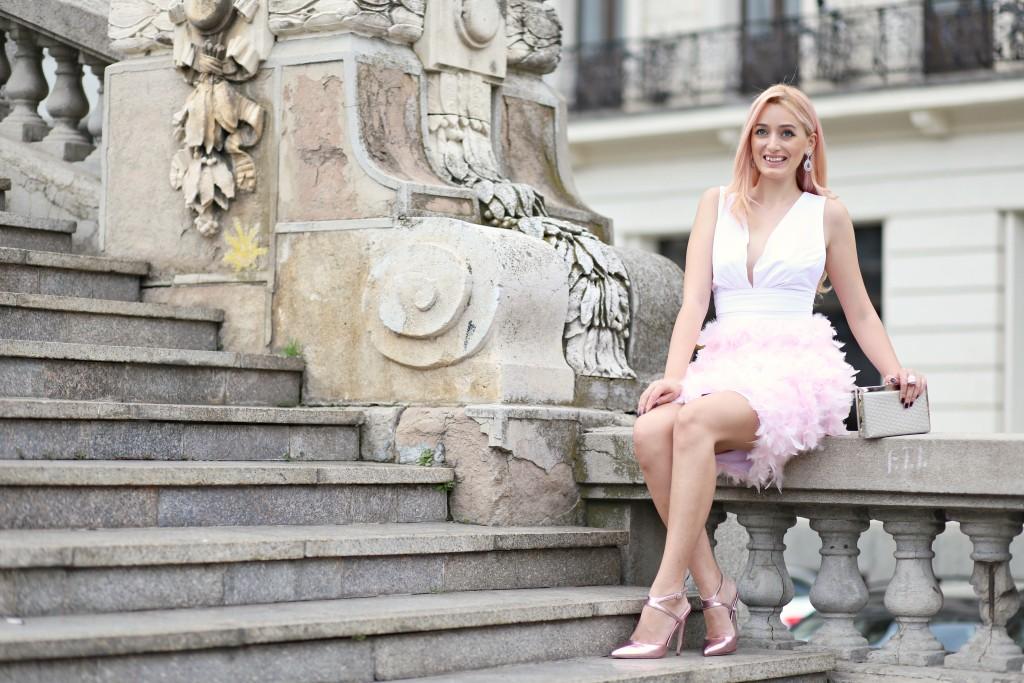 madalina misu, madalina misu fashion blog, blog de moda, fashion blog, ootd, outfit of the day, cum purtam rochia cu pene, rochia cu pene, moda 2016, trenduri vara 2016, rochie extravaganta, feathers dress