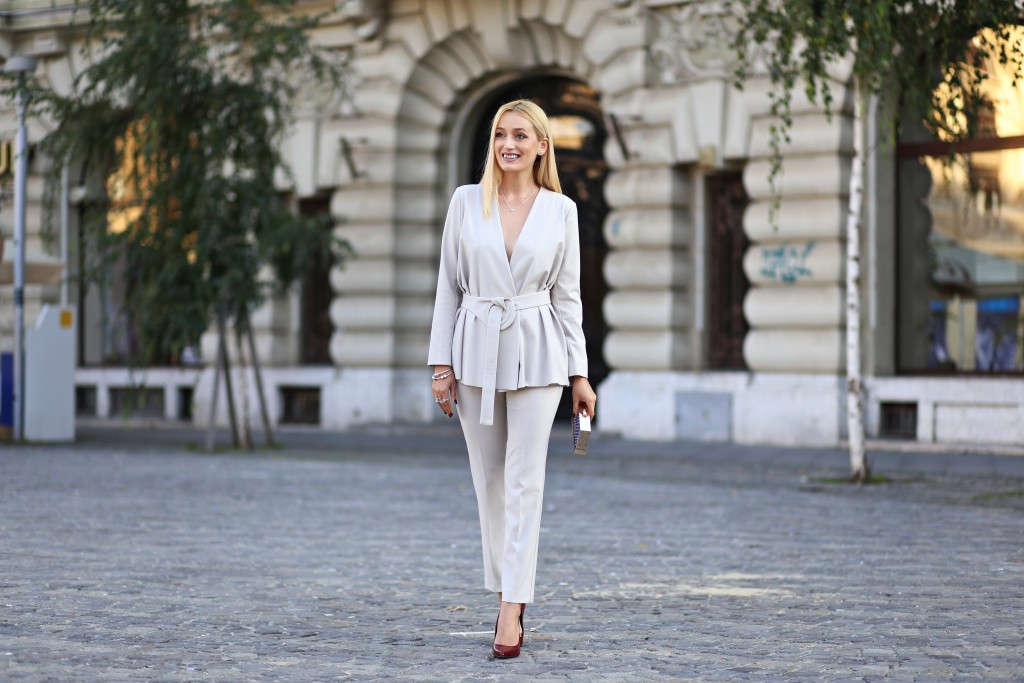 madalina misu, madalina misu fashion blog, pandora, the look of you, pandora 2016, pandora 2016 autumn collection, thelookofyou, pandora romania, ranevents, max&co suit, max&co, blog, blogger, top bloguri, top bloggeri, ootd, outfit of the day, classy look, ladylike look, how to wear a suit