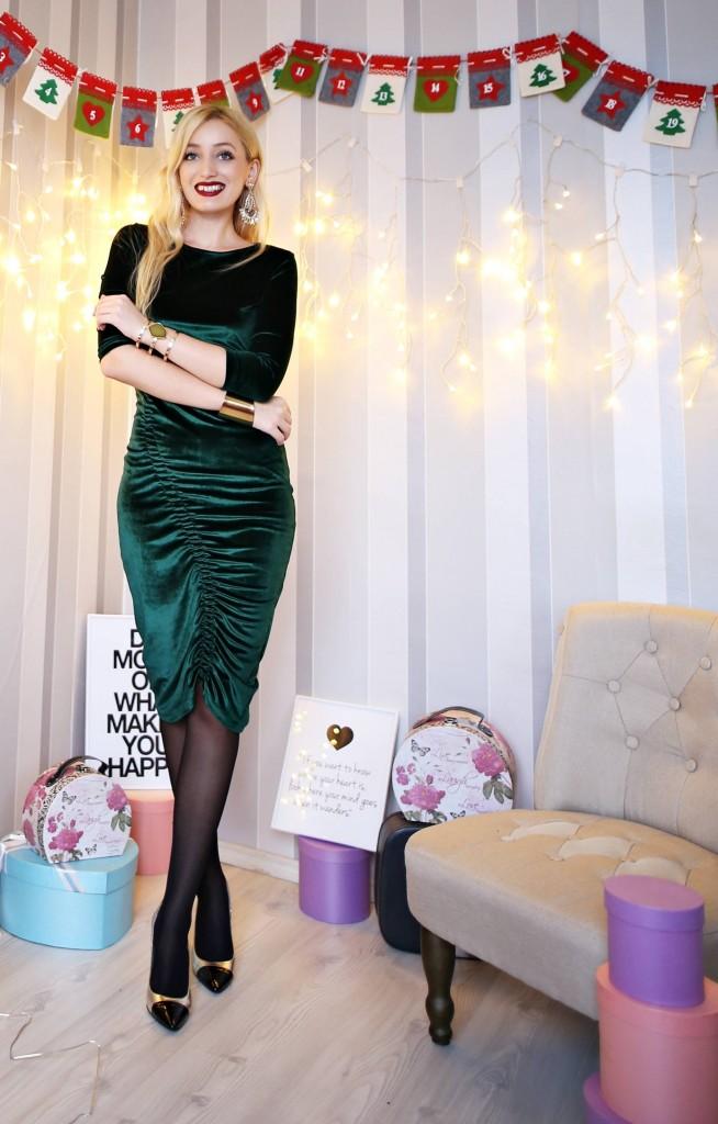madalina misu, madalina misu fashion blog, blog de moda, fashion blog, top bloguri moda, top romanian bloggers, top fashion bloggers, redsquare boutique, redsquare, atelier creatii, atelier creatie, creatii unicat, piese vestimentare unicat, mirela gheorghe, outfit of the day, ce purtam de sarbatori, catifea, paiete, rochie din catifea, rochie din paiete