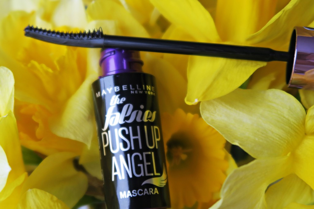 madalina misu, madalina misu fashion blog, blog de moda, maybelline, the falsies push up angel mascara, mascara care confera efect de gene false, efect gene false,mascara volum, mascara alungire