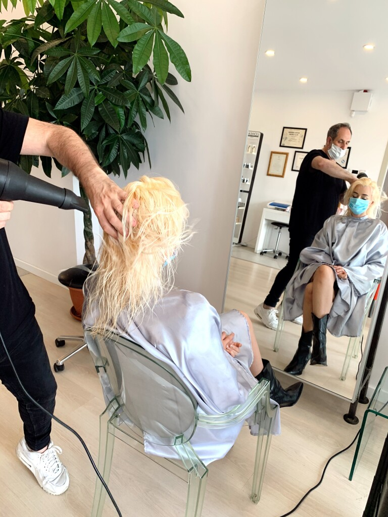 madalina misu, madalina misu fashion blog, top bloggeri romania, top fashion bloggers romania, top bloggers romania, top beauty bloggers romania, matrix, biolage, pudra decoloranta matrix, vopsea matrix, par blond, cum ai grija de parul blond, cele mai bune produse pentru par blond, biolage par blond, cum te vopsesti corect, cum te decolorezi corect, laurent tourette, laurent tourette salon,matrix light master blonder inside, color sync matrix